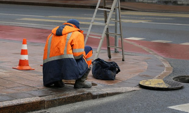 Worker-Sewer-Article-201910071624